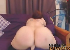 Curvy cam cooky plays all over..